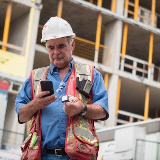 Construction project manager using a Giatec SmartRock sensor